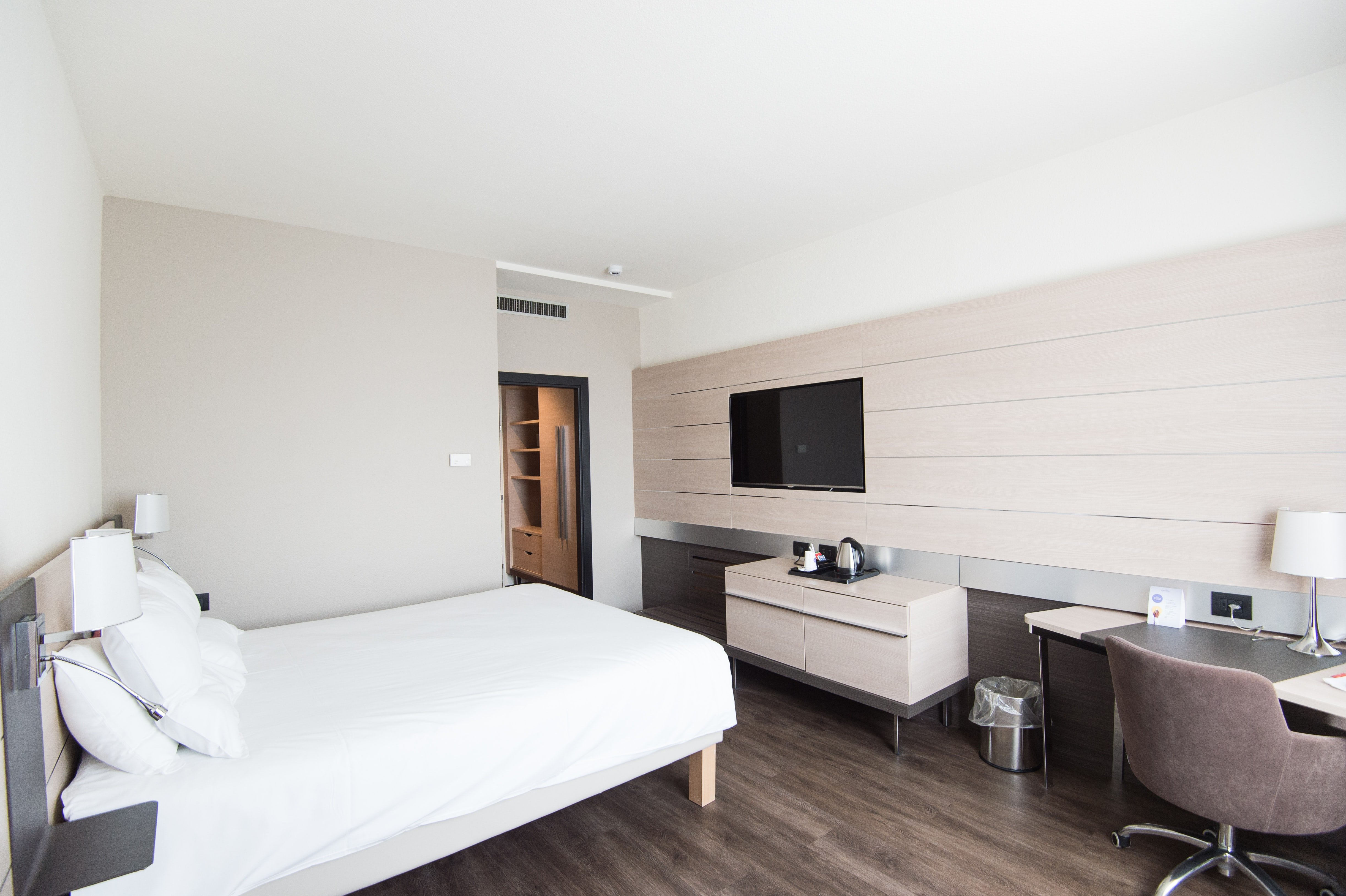 6 Key Challenges Facing Hotel Housekeeping Managers Today
